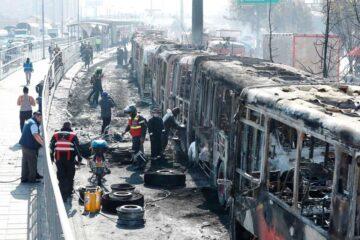 Incendio de buses en protesta de bogotá