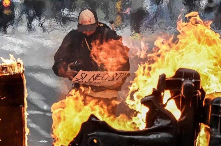 Ñeros quemando cosas, vandalos en protesta